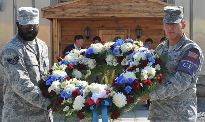 11 settembre, l'anniversario si commemora anche a Bi?kek, capitale del Kirghizistan, 10 ore avanti rispetto a New York (Afp)
