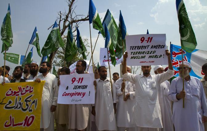 Protesta anti-Usa a Islamabad: in piazza i membri de partito religioso Jamaat-e-Islami (Ap)