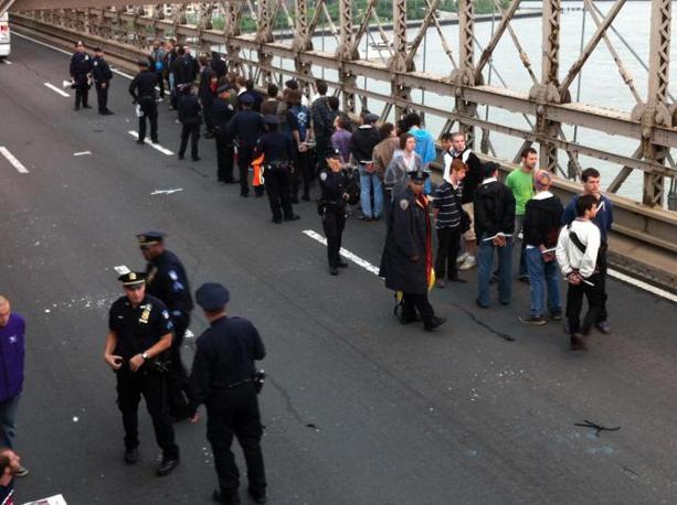 Alcuni dei 700 arrestati sul ponte