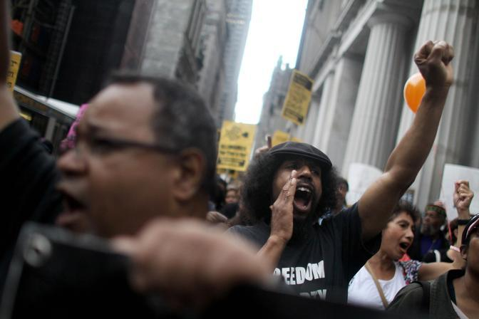 Slogan e cori: «Banchieri vergogna!»