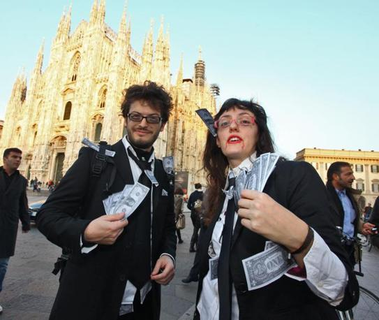 Anche a Milano la festa di Halloween è diventata un'occasione di protesta (Marinelli)