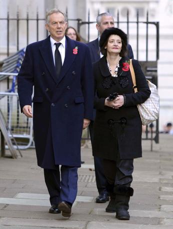 L'ex primo ministro Tony Blair con la moglie Cherie Blair (Olycom)