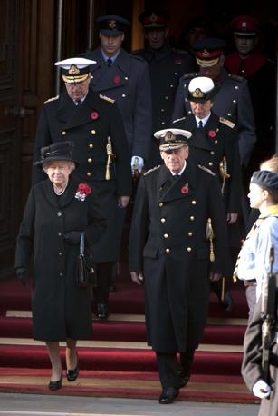 La regina Elisabetta II e il principe Filippo (Olycom)