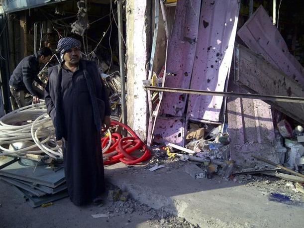 La devastazione dopo l'esplosione nel distretto di Alawi, a Bagdad (Reuters/Saad Shalash)