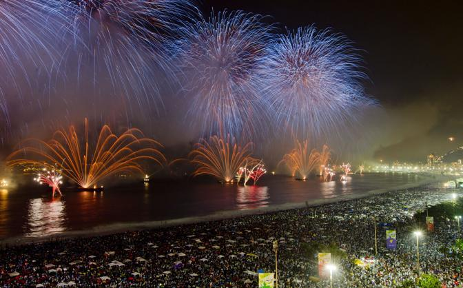 Rio de Janeiro, il capodanno sulla spiaggia di Copacabana (Ap)