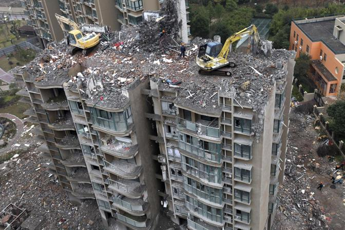 Cina demolizione ad alta quota for Piani di coperta ad alta elevazione