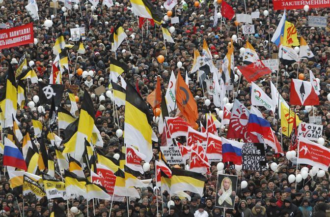 Secondo gli organizzatori sono 120 mila le persone che partecipano alla manifestazione anti-Putin sul Corso Sakharov a Mosca (Reuters)