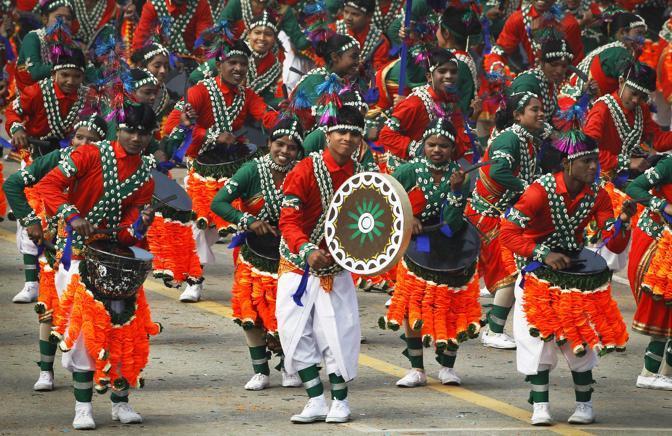 Republic Day. Ragazzi con costumi regionali (Ap)