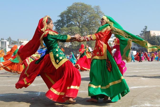 Danza tradizionale del Punjabi (Afp)