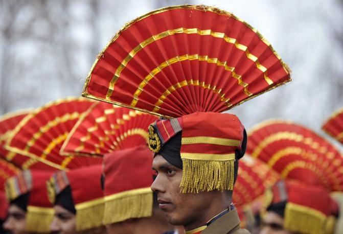 Militare delle forze di sicurezza partecipa alla parata (Afp)