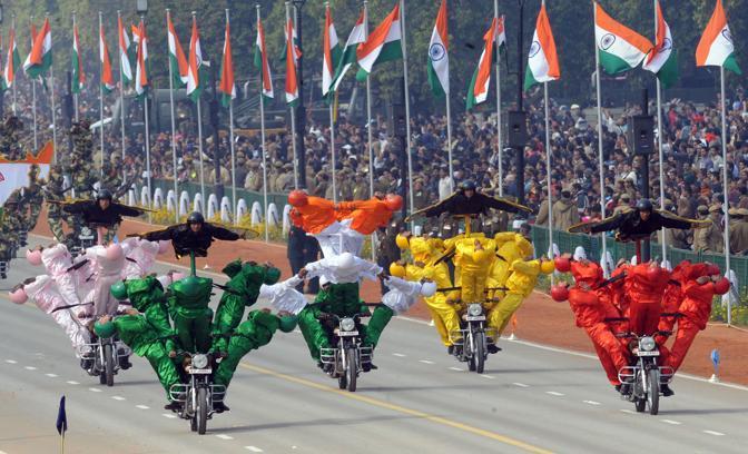 Militari in motocicletta (Afp)