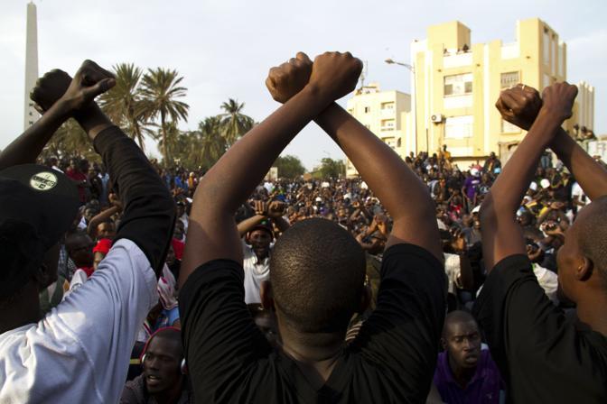 A Dakar rivolta popolare contro la candidatura del presidente Abdoulaye Wade alle prossime presidenziali di fine febbraio. L'attuale presidente, se eletto, sarebbe al terzo mandato (Ap)