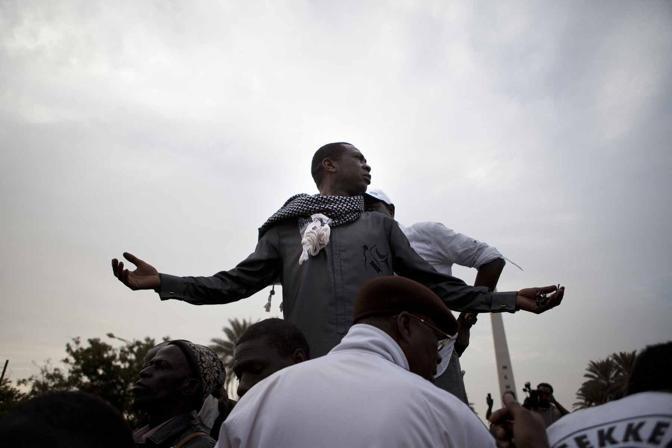 Il cantante Youssou N'Dour è stato escluso dalle candidature per le presidenziali in Senegal.  Il cantante ha partecipato alle manifestazioni a Dakar contro la candidatura di Wade (Afp)