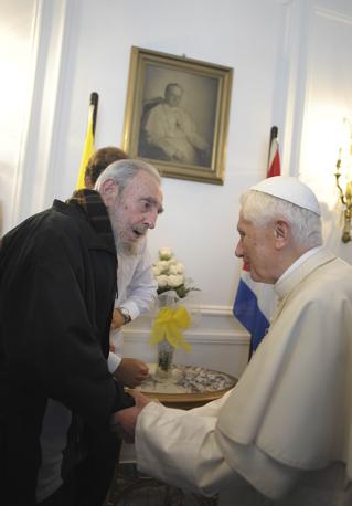 L'incontro tra Fidel Castro e Papa Benedetto XVI. Il colloquio è durato mezz'ora e si è svolto alla Nunziatura apostolica dell'Avana (Reuters)