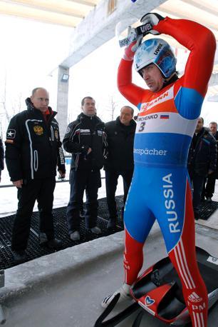 Putin, Medvedev e Berlusconi visitano la pista di bob e slittino a Sochi  (Olycom)