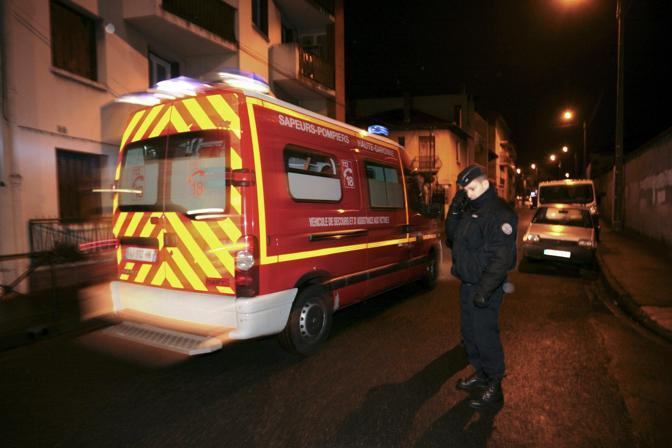 Le strade del quartiere bloccate dagli agenti (Reuters/Pascal Parrot)