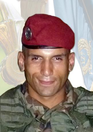 """Mohamed Farah Chamse-Dine Legouad, soprannominato """"Sole"""", paracadutista del 17.o reggimento genieri, assassinato con un commilitone giovedì 15 marzo a Montauban (Afp/Sirpa 17e Rgp/ Philippe Couty)"""
