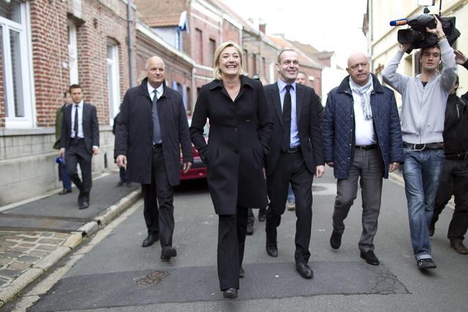 Marine Le Pen candidata del Front national dopo il voto (EPA)