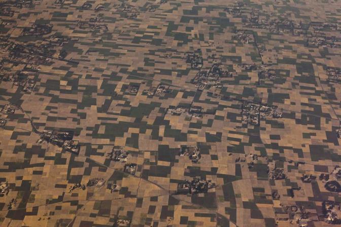 Foto aerea degli appezzamenti di terreno coltivati dagli agricoltori locali. L'ampiezza media non supera gli 0,6 ettari (alfredobini/cosmos @alfredobini75)