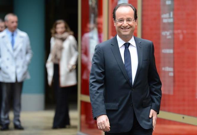François Hollande, candidato del Partito Socialista, vota a Tulle (Afp)