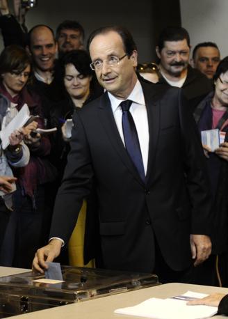 Hollande vota a Tulle (Afp)