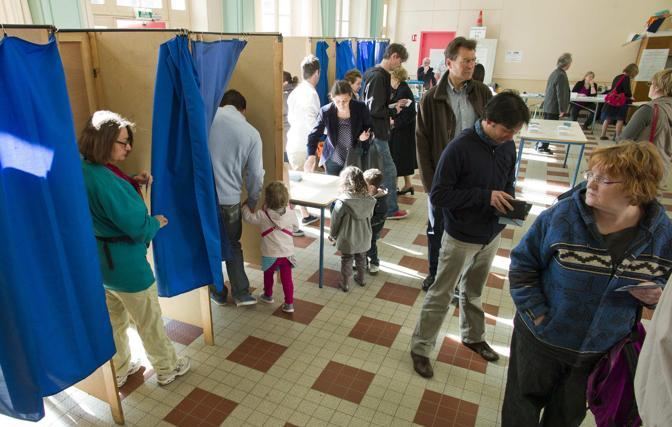 Un seggio a Lione (Reuters)