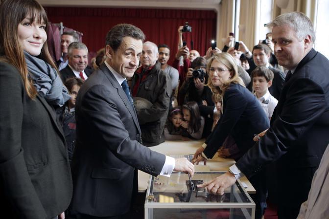 Il presidente uscente vota a Parigi (Afp)
