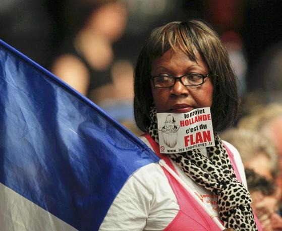 Slogan e bandiere, ma niente sorrisi (Reuters/Pratta)