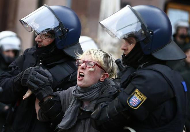 Tra gli italiani nove andranno a processo per direttissima, mentre gli altri dovrebbero essere rilasciati (Reuters)