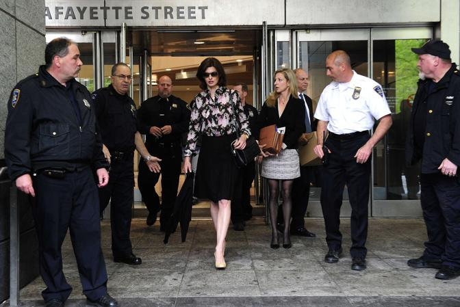 Linda Evangelista lascia il tribunale di New York (Afp)