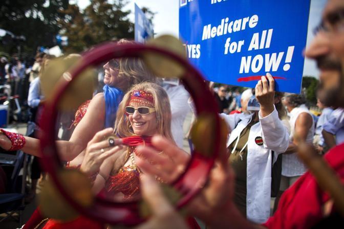 Altri oppositori chiedono che il Medicare, il sistema nazionale di assicurazione sociale che è già in vigore per gli over 65, per i disabili e per alcuni tipi di malattia, venga esteso a tutti (Epa)
