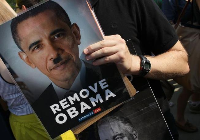 Un Obama-Hitler secondo l'opposizione (Getty Images/Afp)