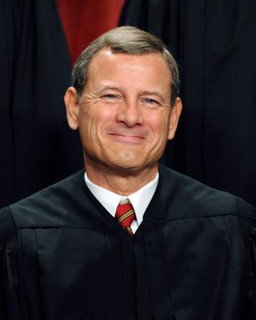 Il presidente della Corte, John G. Roberts, nominato dal presidente George W. Bush: un conservatore che ha deliberato in favore di Obama decidendo, così, il 5-4 in favore della riforma della sanità: «La legge è costituzionale, non spetta a questa Corte decidere se è una legge buona o giusta» (Afp)