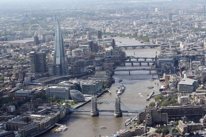 La sagoma dello Shard svetta sul panorama londinese (LaPresse)