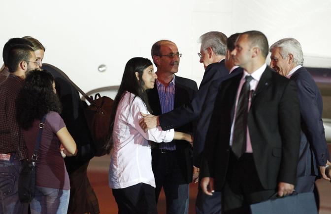 Il premier Mario Monti la stava attendendo sulla pista (Ansa/Di Meo)