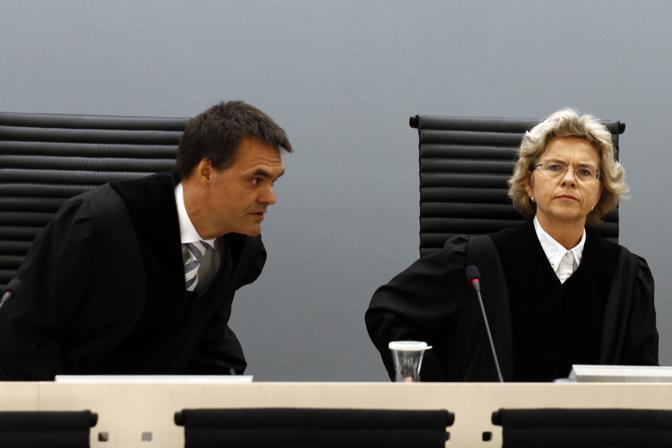 I giudici della corte federale di Oslo, Wenche Arntzen  e  Arne Lyng (Afp)