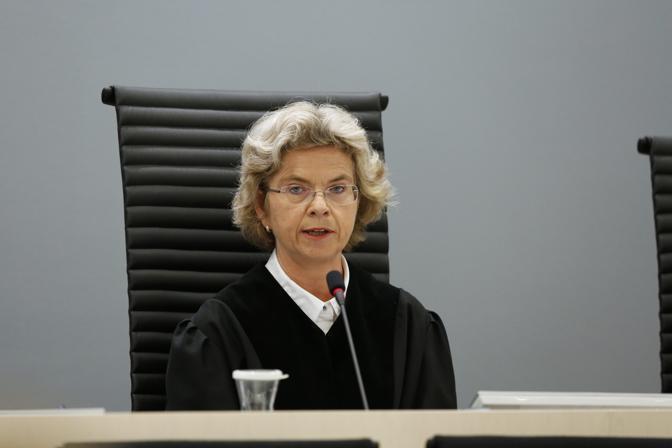 Il giudice Wenche Arntzen  mentre legge la condanna a 21 anni (Reuters)