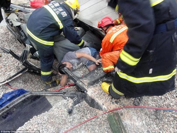 I soccorsi all'automobilista (China News)