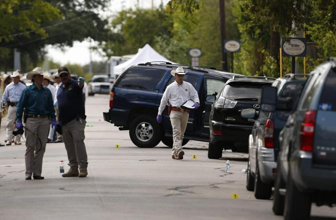13 agosto 2012 - Texas: un uomo apre il fuoco vicino all'universit� del Texas il bilancio � di tre morti fra cui il killer (Ansa)