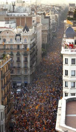 La Catalogna ha annunciato che chiederà un prestito al governo centrale di Madrid (Epa)
