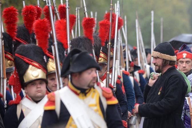 La rievocazione storica della battaglia di Borodino che nel 1812 vide di fronte le truppe di Napoleone Bonaparte e l'esercito russo  che vinse sull'esercito francese dopo un ritiro tattico.(Afp)