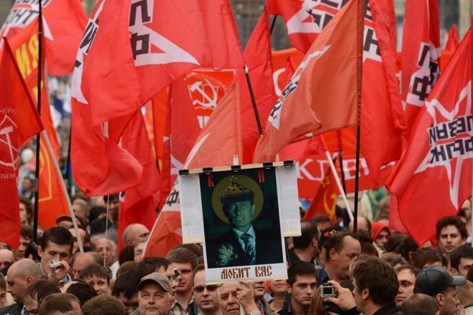 Mosca: manifestazione dell'opposizione anti Putin. Sfida al neopresidente a quattro mesi dalla sua elezione (afp)