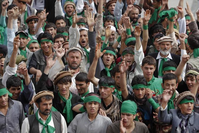Afghani ricordano a Kabul l'undicesimo anniversario della morte del comandante Massoud (Reuters)