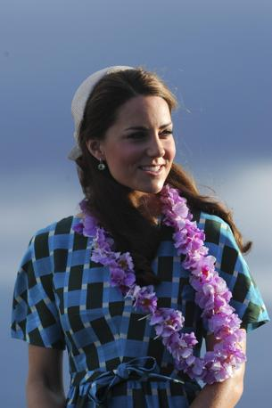 Kate all'arrivo a Honiara indossava un verde vestito Johnathon Saunders (Epa)