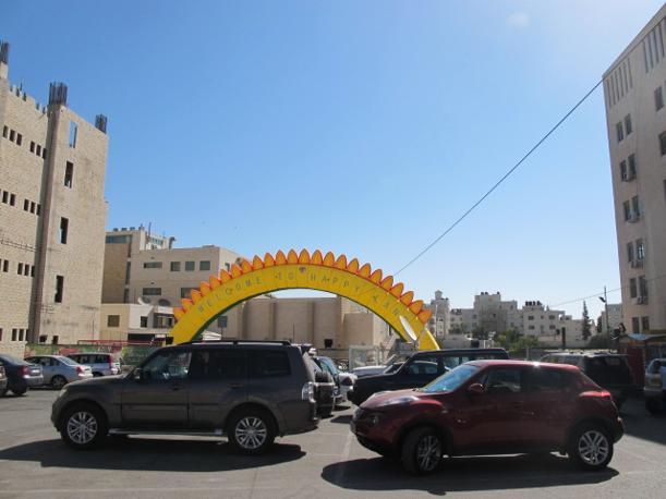Ramallah, parco giochi (con Suv) (foto M.Caprara)