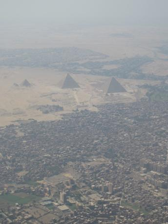 Il Cairo, l'assedio della città alle Piramidi (foto M.Caprara)