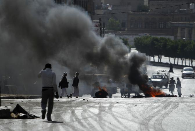 In Pakistan i sostenitori del gruppo Imamia Student Organization (ISO) hanno protestato nelle strade di Islamabad (Reuters)