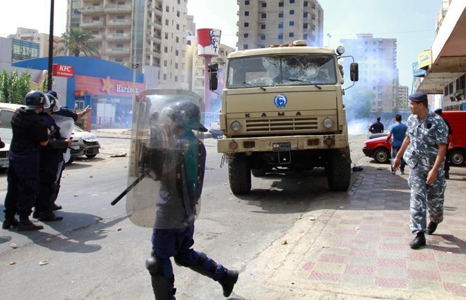 A Tripoli, nel nord del Libano, scontri fra dimostranti e polizia (Reuters)