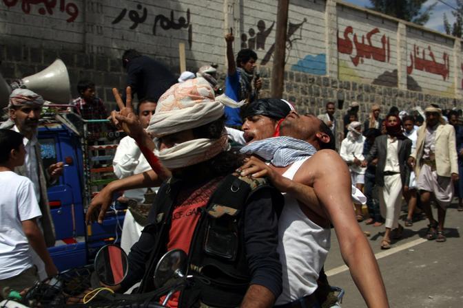 In Yemen migliaia di manifestanti si sono recati in corteo contro le ambasciate occidentali(Afp)