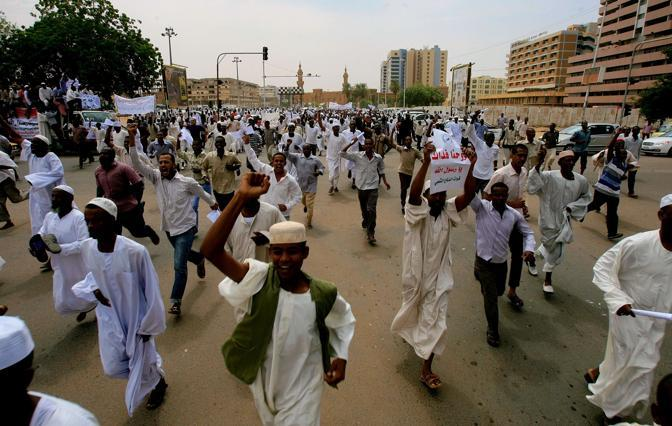 Manifestazioni di proteste  a Khartoum (Afp)